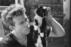 Tom swings a cat